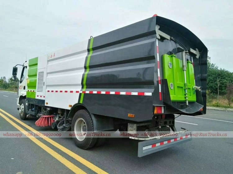 Dongfeng Chenglong road wash & sweeper truck 06.jpg