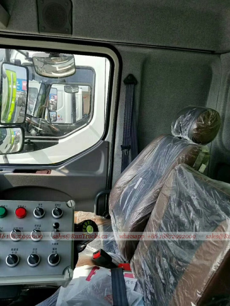 Dongfeng Chenglong road wash & sweeper truck 12