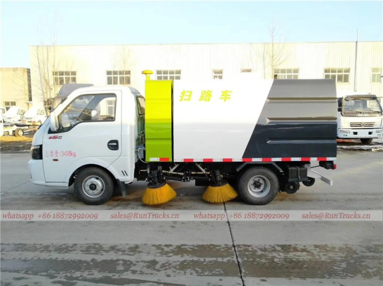 Dongfeng mini 3cbm 4 brush sweeper truck 01