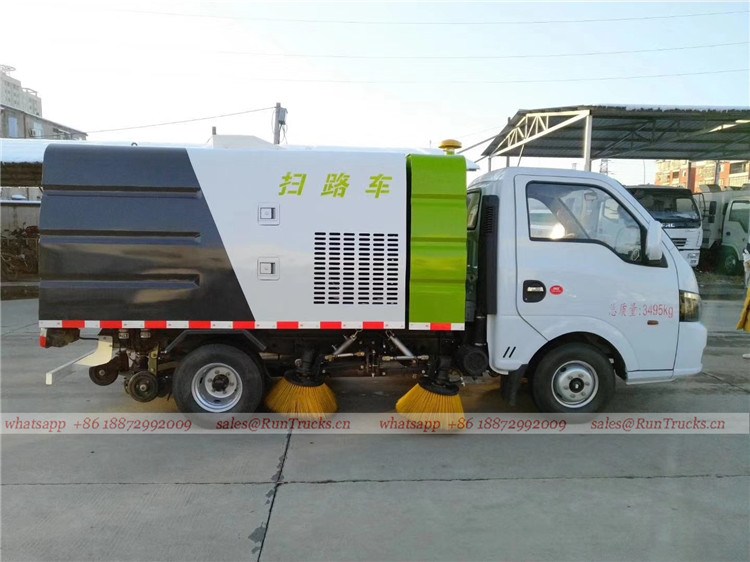Dongfeng mini 3cbm 4 brush sweeper truck 02.jpg