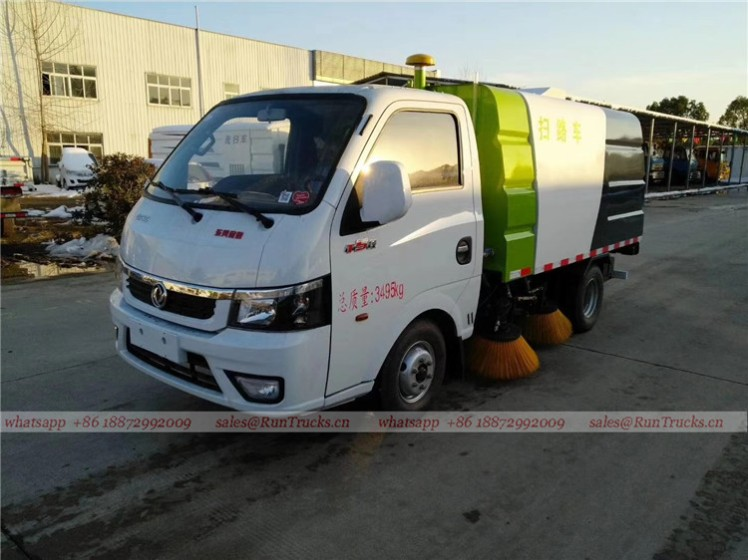 Dongfeng mini 3cbm 4 brush sweeper truck 06