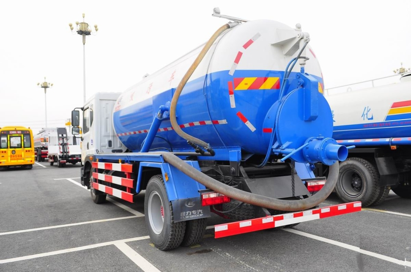 Dongfeng D series sewage suction truck  (4).jpg