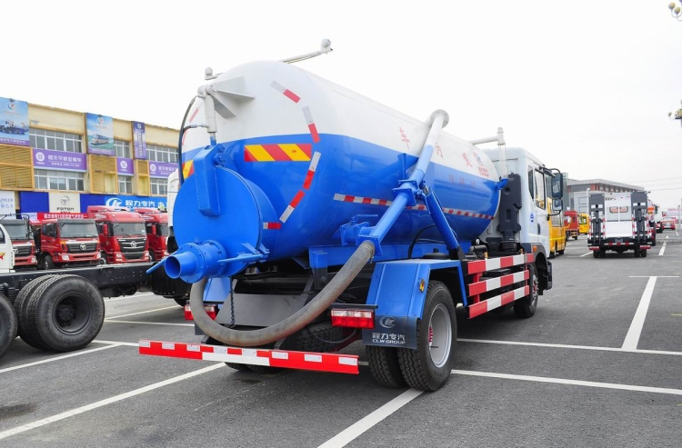 Dongfeng D series sewage suction truck  (5).jpg