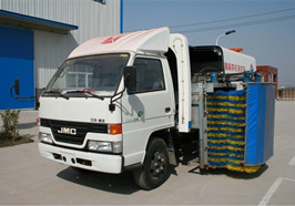 China brand models guardrail fence cleaning vehicle introduction (2)
