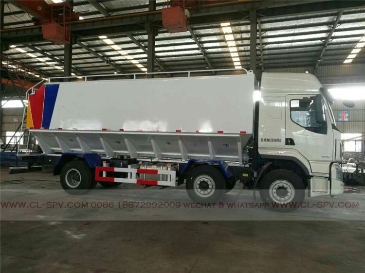 Dongfeng bulk powder feed transport vehicle 01