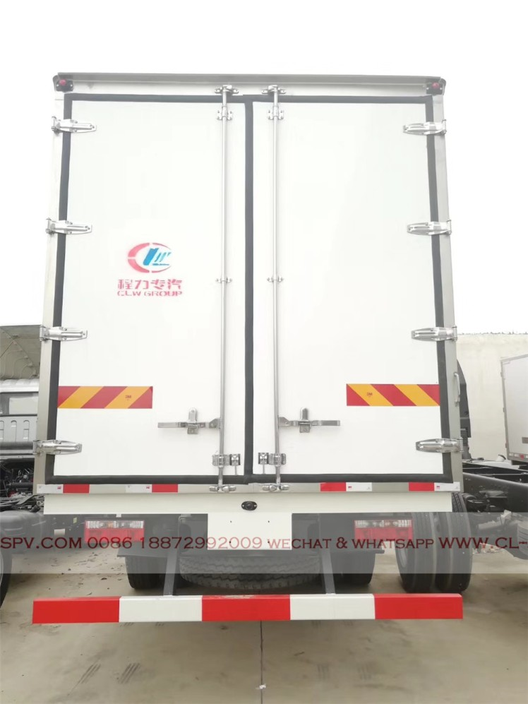 Dongfeng D series refrigerator truck 06