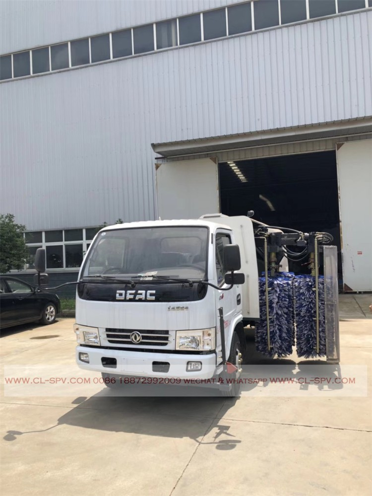 Dongfeng road fence cleaning vehicle 03