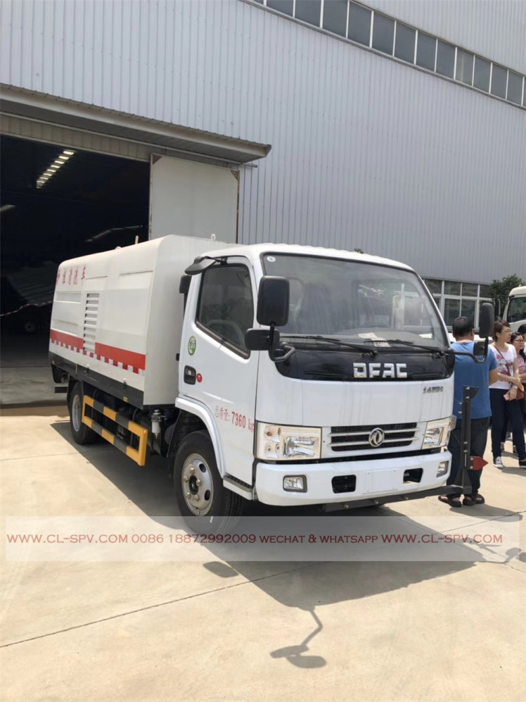 Dongfeng road fence cleaning vehicle 04