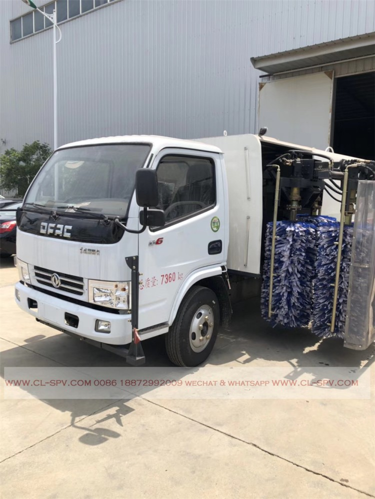 Dongfeng road fence cleaning vehicle 09