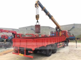 China different trucks with brand cranes09