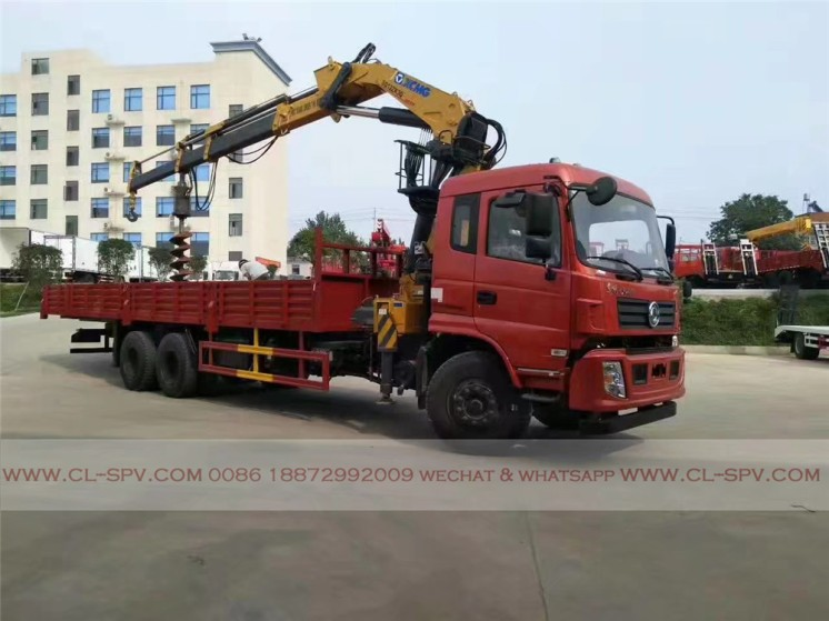 China different trucks with brand cranes21