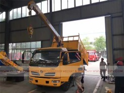 China different trucks with brand cranes27