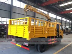 China different trucks with brand cranes29