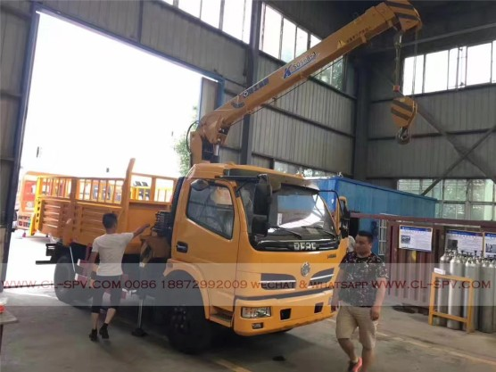 China different trucks with brand cranes32