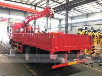 China different trucks with brand cranes39