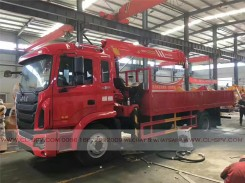 China different trucks with brand cranes40