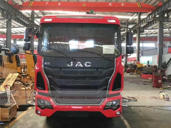 China different trucks with brand cranes42