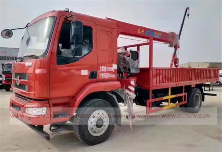 China different trucks with brand cranes43
