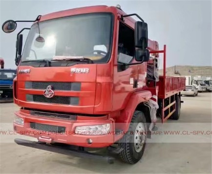 China different trucks with brand cranes44