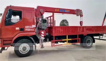 China different trucks with brand cranes45