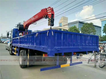 China different trucks with brand cranes48