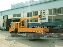 China different trucks with brand cranes63