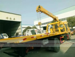 China different trucks with brand cranes67