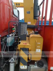 China different trucks with brand cranes71
