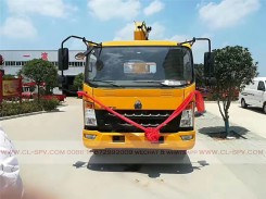 China different trucks with brand cranes79