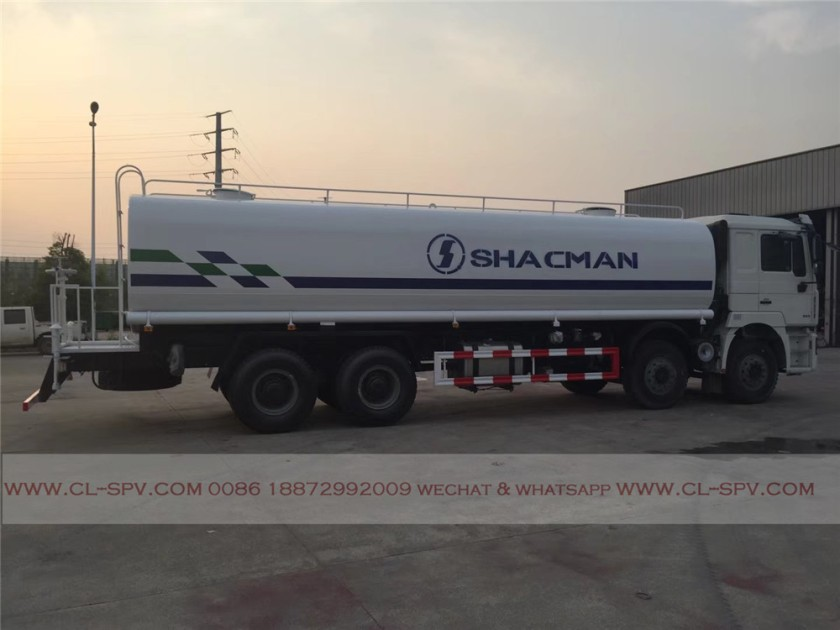 China shacman 30000 liters water truck 01