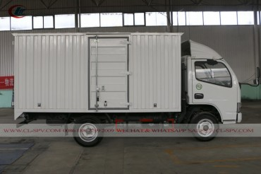 China Dongfeng small van truck 01