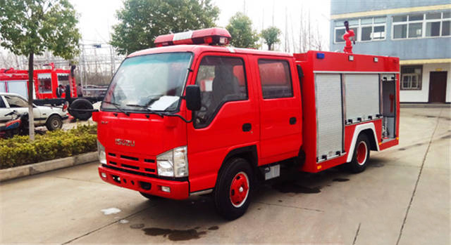 Isuzu 100P fire fighting truck